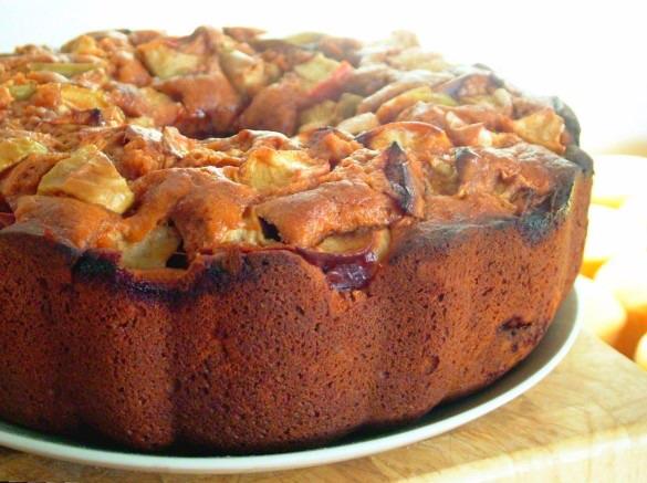 Tomato-Apple-Cake-585x437