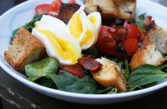 Bacon+&+egg+spinach+salad