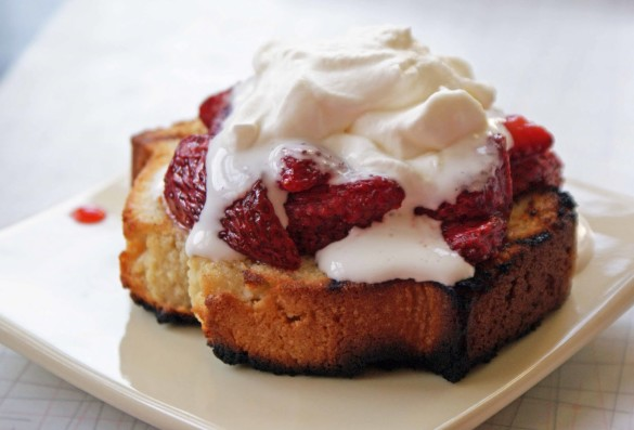 Grilled+pound+cake+with+grilled+strawberries