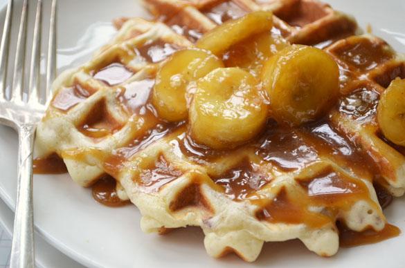 Waffles with salted caramel bananas 1