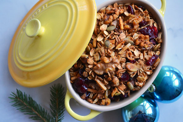 Gingerbread granola 1