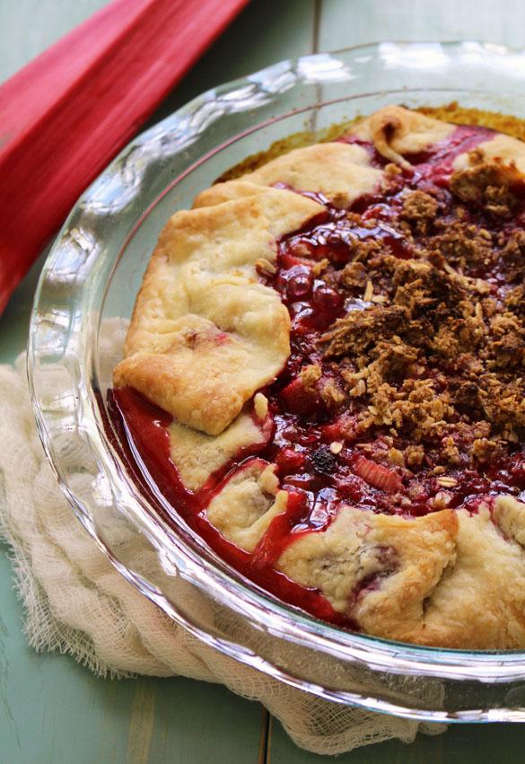 raspberry rhubarb pie 1
