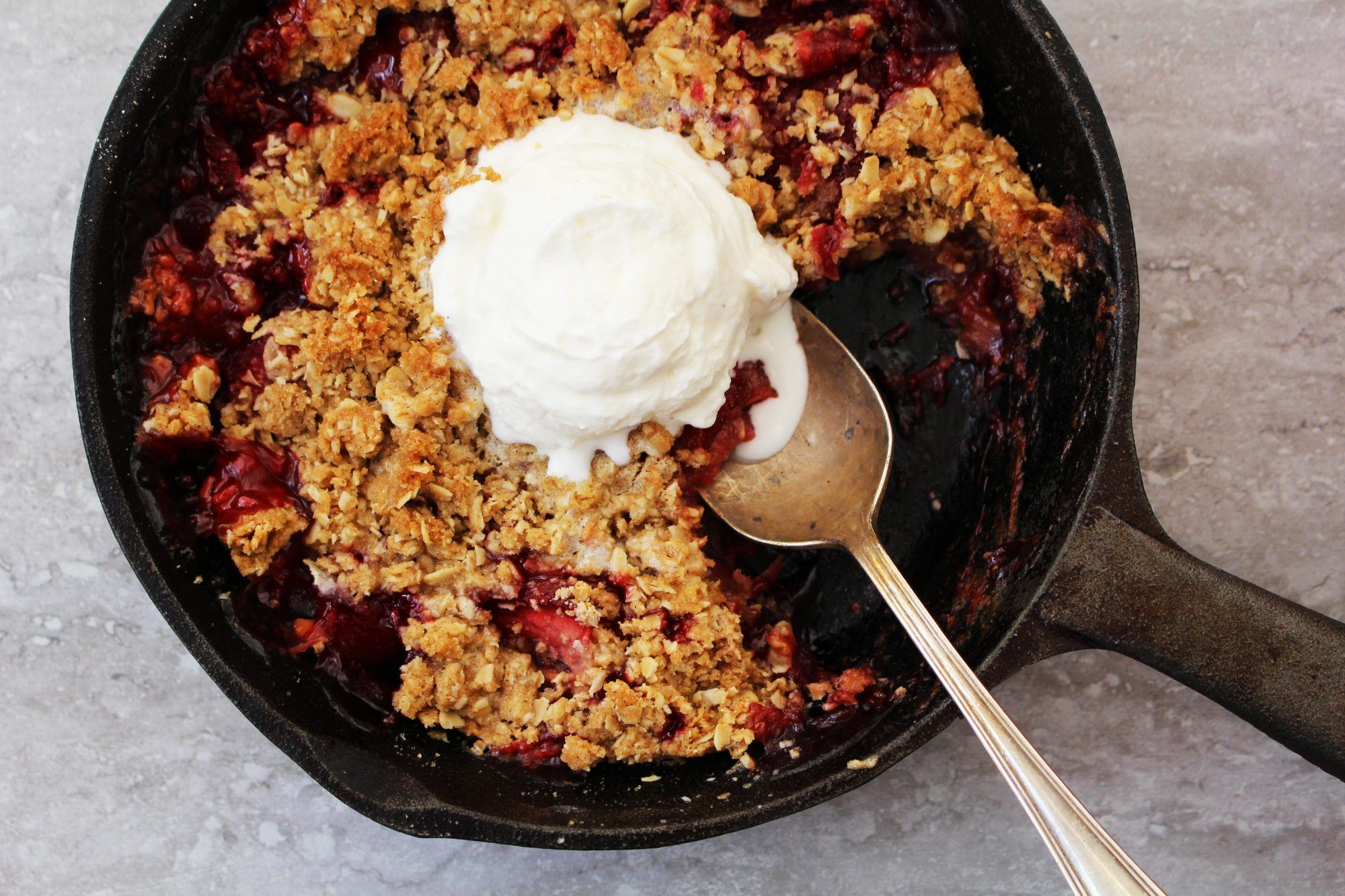 Strawberry-rhubarb crisp 1