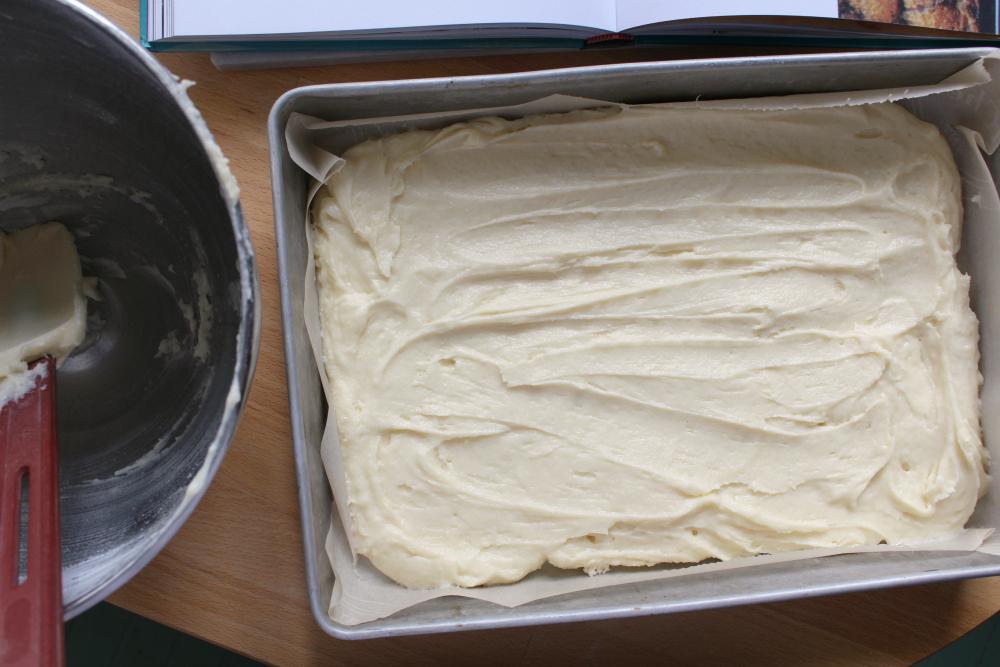 Lunar rhubarb cake 4